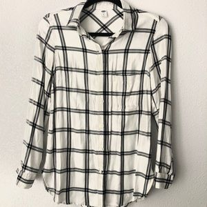 Old Navy flannel   back and white  xs lightweight